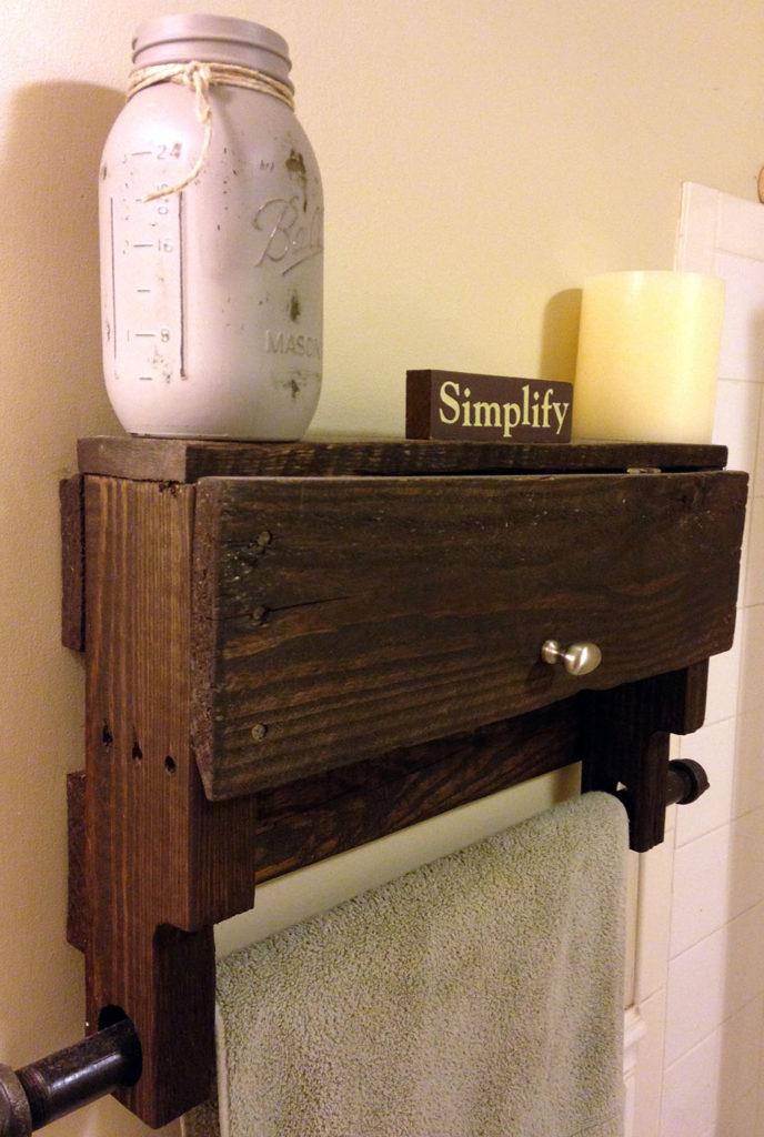 pallet towel rack shelf pistol pete 39 s. Black Bedroom Furniture Sets. Home Design Ideas